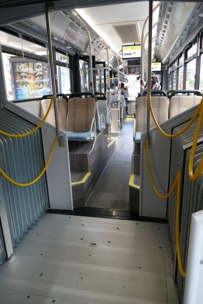bus08.jpg